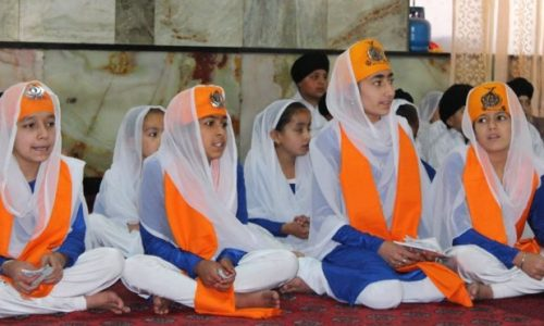 چرا کودکان هندو و سیک به مکتبهای رسمی افغانستان نمیروند؟