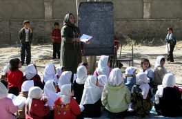 زنان آموزگار و انتقاد از معاش اندک