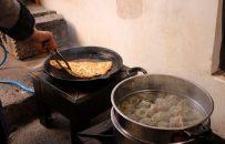 زنی که از راه هنر آشپزی زندگیاش را میچرخاند