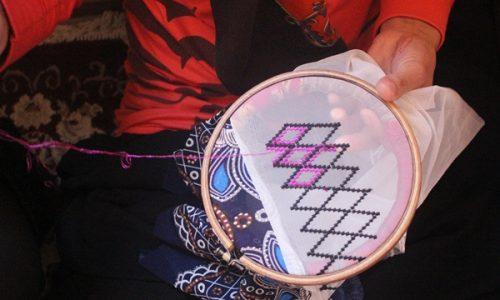 گلشندوزی؛ هنر دستی زنان هزاره