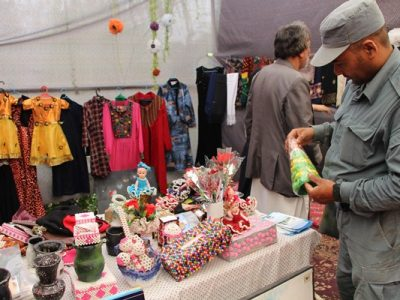 نمایشگاهی از صنایع دستی زنان به مناسبت هشت مارچ