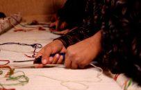 زنانی که از راه قالینبافی چرخ زندگی را میچرخانند