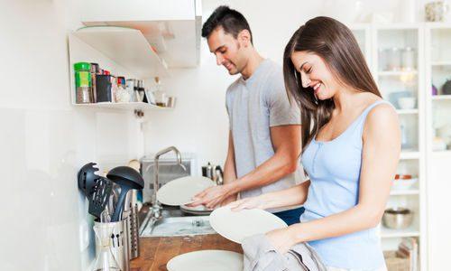 چرا بیشتر مردان در کارهای خانه سهم نمیگیرند؟