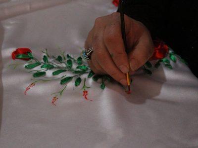 دستان هنرمند سیمین کارهای متفاوتی را میسازد