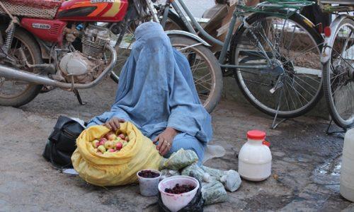 شکایت زنان دستفروش از آزار و اذیتهای خیابانی