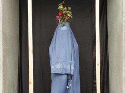 چادری، نماد صلح یا انکار؟