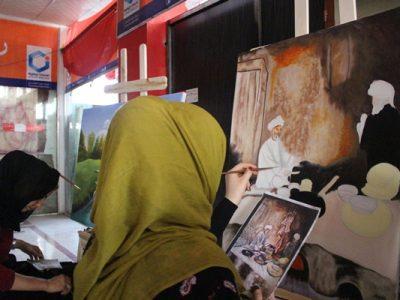 زنانیکه برای آرامش روان شان نقاشی را انتخاب کردند