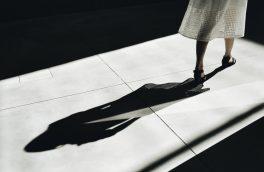 هروقت زنی از سایه بیرون میآید قلبم جشن میگیرد