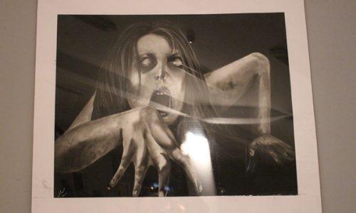 نقطۀ کور؛ اعتراض به ناامنی در قالب نقاشیهایی با سبک سیاه قلم