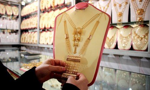 زنان، مشتریان دایمی طلا در بازار زرگران هرات