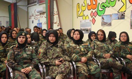 مانع پیوستن دختران به ارتش نشوید!