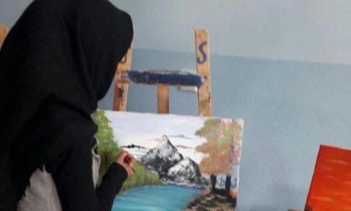 دختر مینیاتوریست در پی انعکاس تواناییهای زنان با خلق آثاری متفاوت