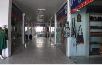 رکود اقتصادی مرکز بازرگانی زنان در هرات؛ زنان فروشنده خانهنشین میشوند