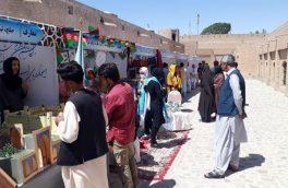 """برگزاری نمایشگاه """"فرش صلح"""" در قلعۀ اختیارالدین هرات"""