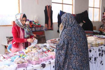 زنان ساختههای دستی شان را در یکشنبه و چهارشنبهبازار میفروشند