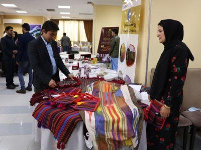 نمایش ساختههای دستی زنان در «آموزش بازاریابی و رونق تجارت»