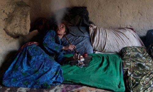 یک صد وبیست هزار زن افغان در دام اعتیاد به مواد مخدر