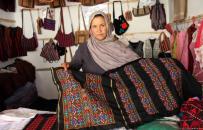 زنان صنعتپیشه هرات: صنایع دستی ما خریدار ندارد